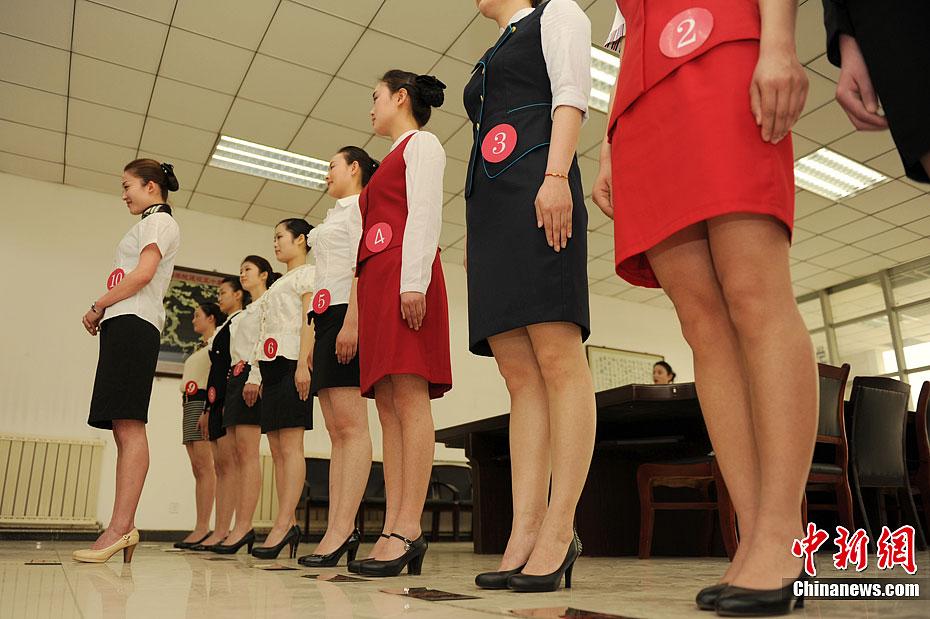 航空公司西安招空乘 禁戴美瞳穿丝袜 中新网