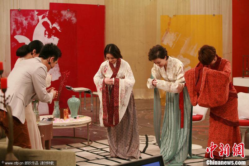 楊瀾持團扇穿漢服主持節目只為「做一天古代女子」(高清)