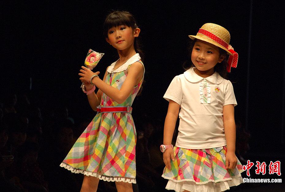 可爱 海西/4月20日,第三届海西国际时装周上演可爱童装秀。