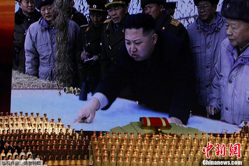 金日成 金正恩/当地时间2012年4月24日,朝鲜平壤,朝鲜举行大型文艺演出,...