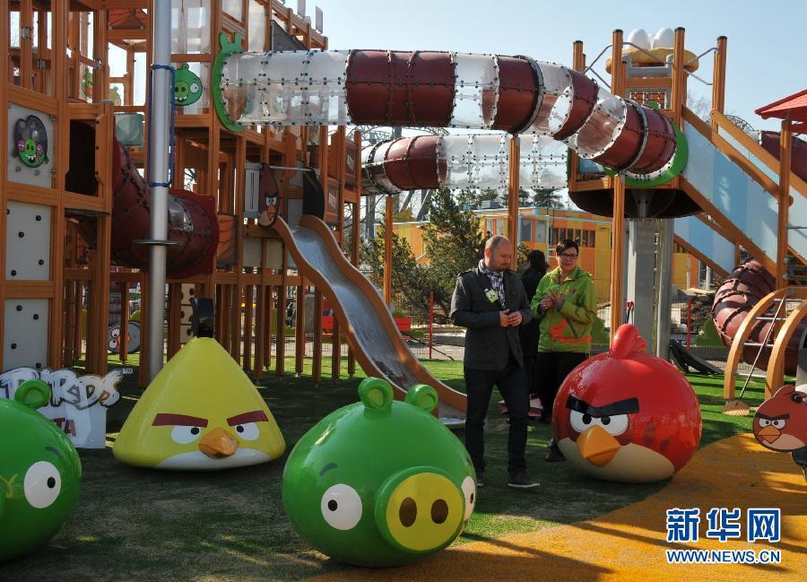 """愤怒的小鸟 主题公园_世界首个""""愤怒的小鸟""""主题公园将对公众开放 -中新网"""