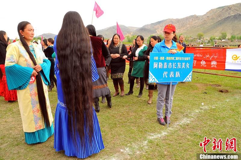 新疆阿勒泰长发比赛 175米长发妇女夺冠 中新