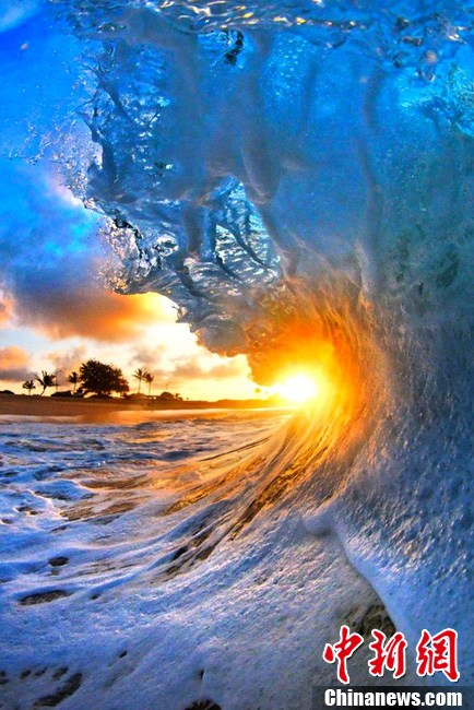 摄影师抓拍夏威夷海浪 绚丽唯美堪称震撼 (1/5)  - 高山松 - gaoshansong.good 的博客