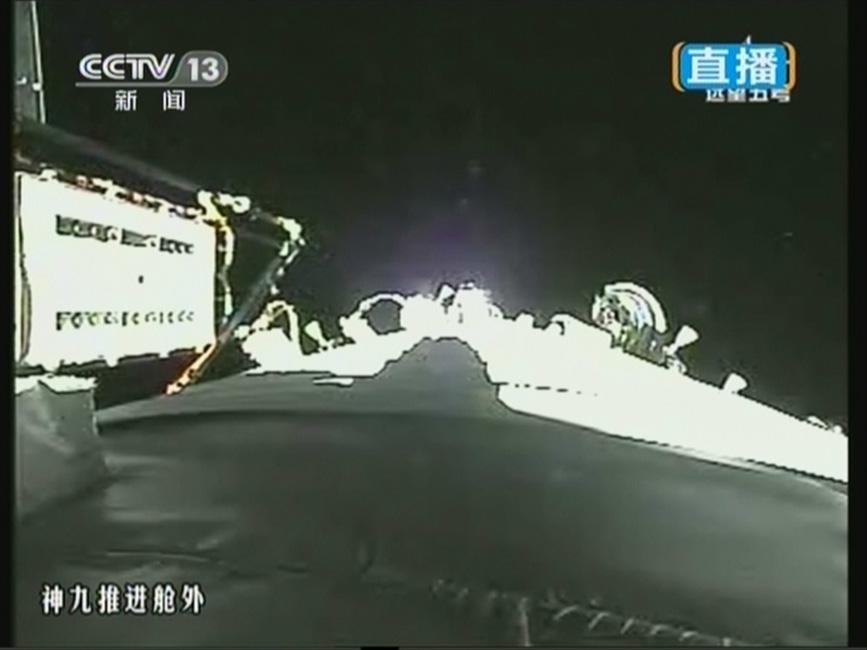 神舟九号载人飞船发射升空 太阳能帆板展开
