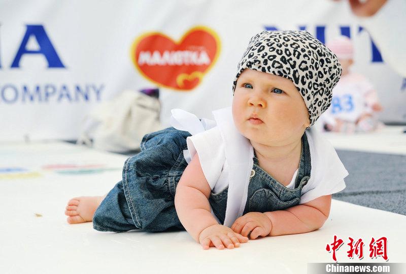 俄罗斯举行婴儿爬行锦标赛 可爱宝宝萌翻全场