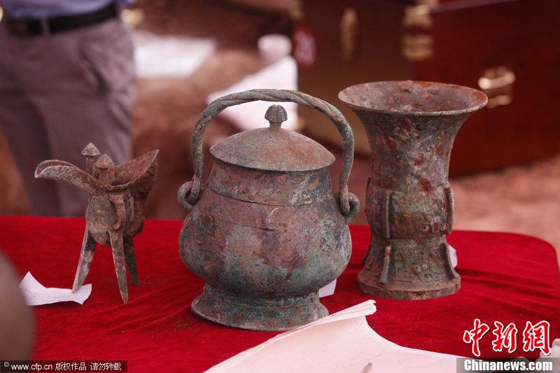 陕西西周古墓出土青铜卣 内存液体或为3000年美酒
