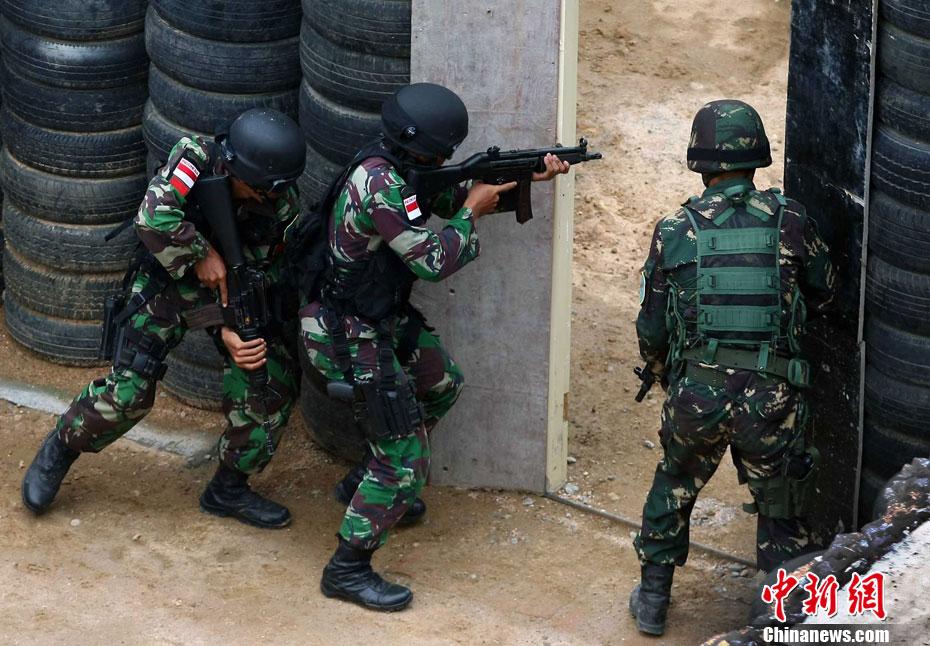 """中国 印度尼西亚/""""利刃/2012""""中国印尼特种部队举行反恐联合训练"""