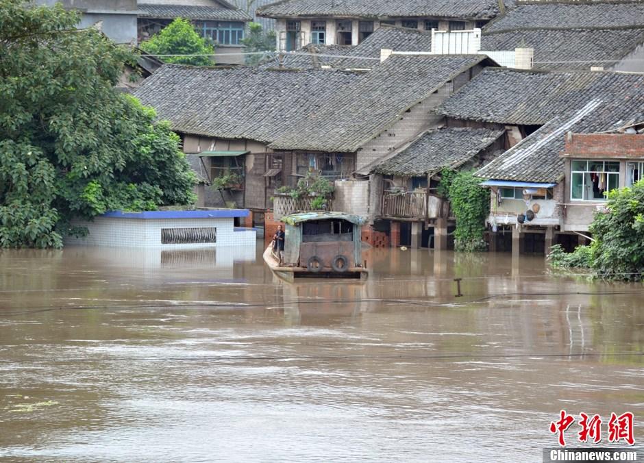 四川富顺洪涝灾害致民房被淹损失惨重