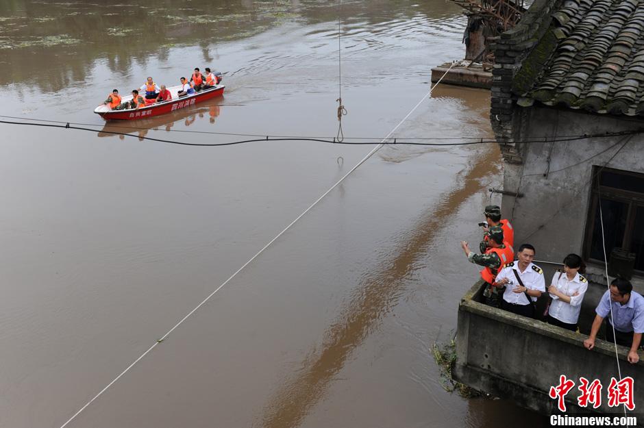 川南多个城市遭洪水袭击 民众损失惨重