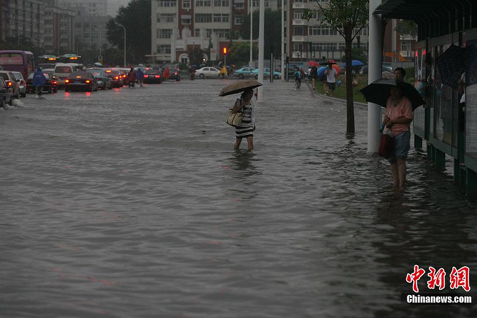 大雨袭津城 多处地段被淹