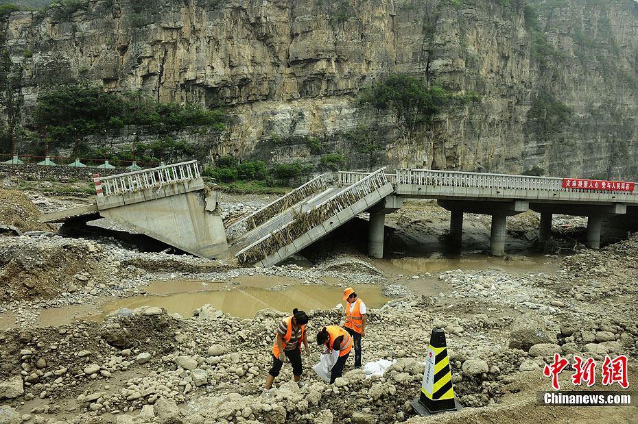 北京房山十渡风景区路桥被毁 损失惨重