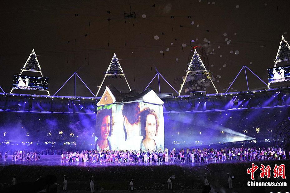 间7月27日,2012年伦敦奥运会,开幕式隆重举行.图为开幕式现场图片