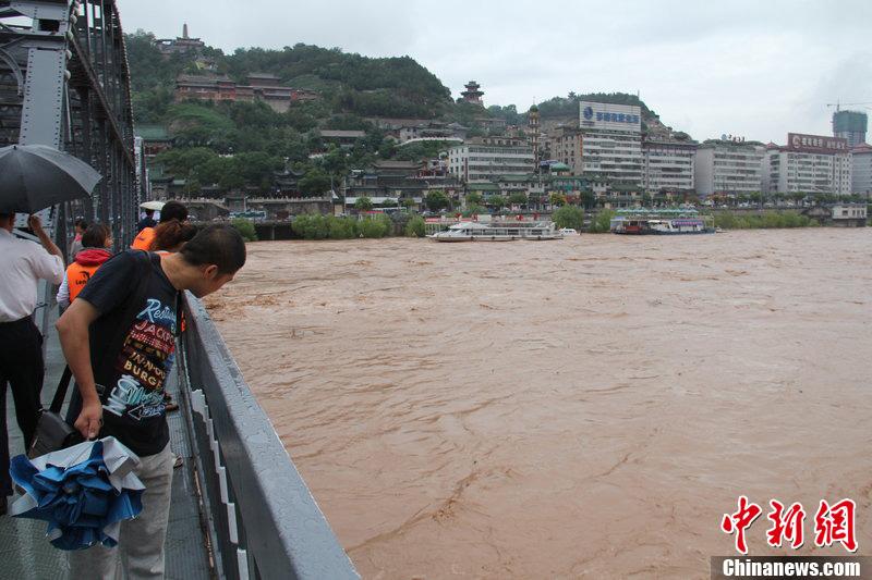张磊/黄河兰州段遭遇自1986年以来最大洪峰