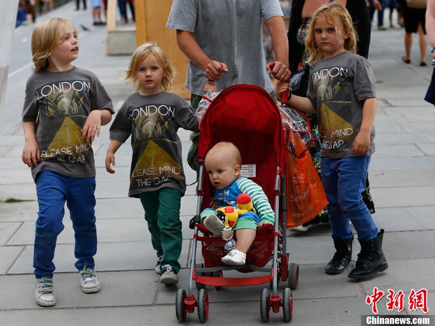 【奥运画刊】小鬼当街 - 人在上海  - 中華日报Chinadaily