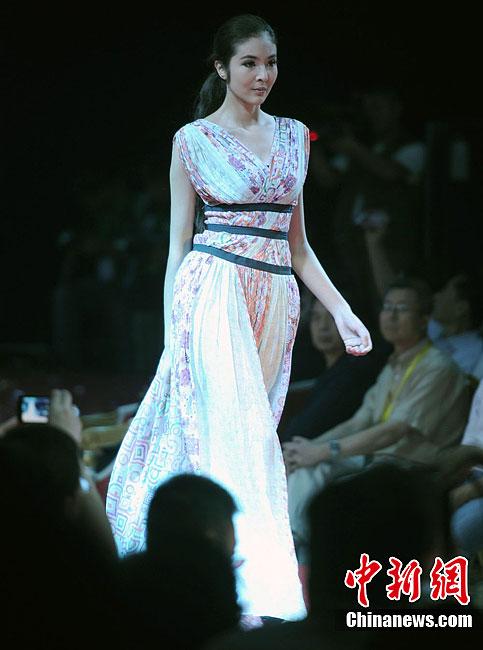 土耳其服装设计师作品首秀亚欧丝绸之路服装节-中新