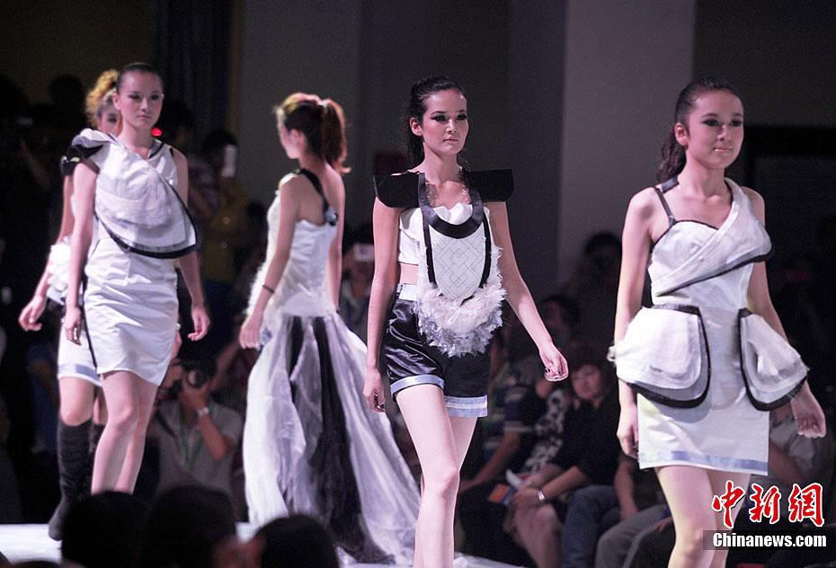 新疆大学生服装设计联展 前卫时尚与传统并存