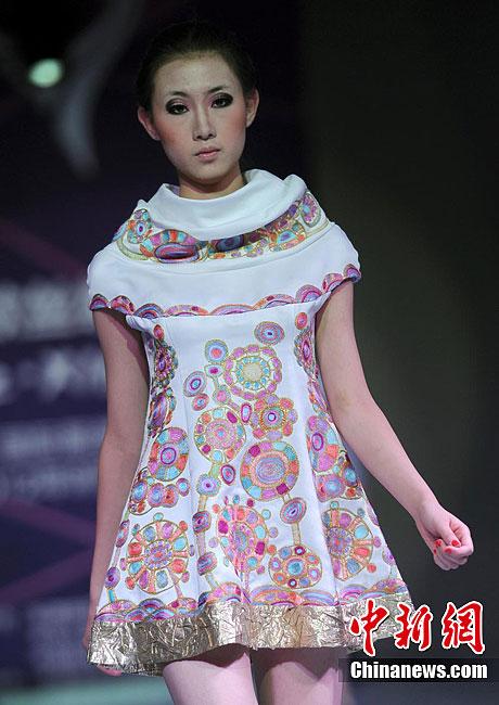哈萨克斯坦设计师作品亮相亚欧丝绸之路服装节 (6/7)