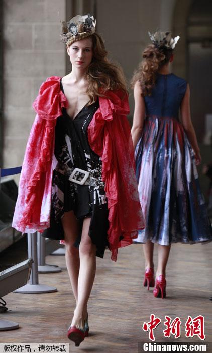 Defense秀场,模特T台走秀展示创意皇冠.-巴黎时装周品牌秀场 创图片