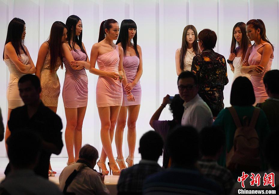 韩国美女舞动南京国际车展