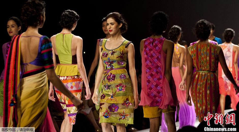 印度时装周 模特走秀主打民族风 中新网