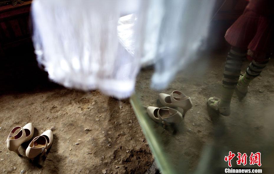 【图片故事】藏族女孩白玛的第一双高跟鞋 中