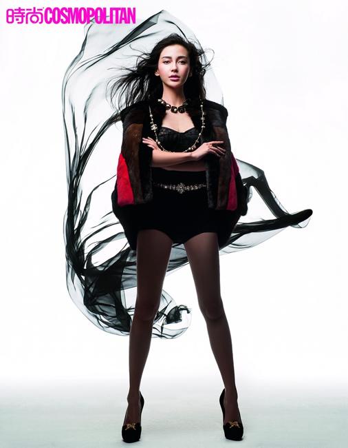 Angelababy妩媚登时尚杂志 齐臀蕾丝裤秀身材