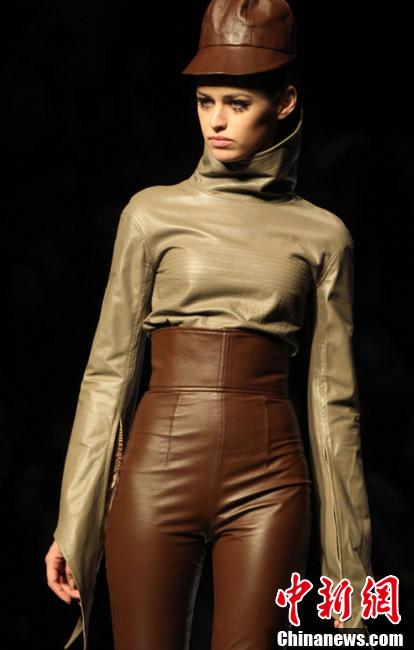 中国国际时装周皮装设计大赛落幕 皮装尽显干练