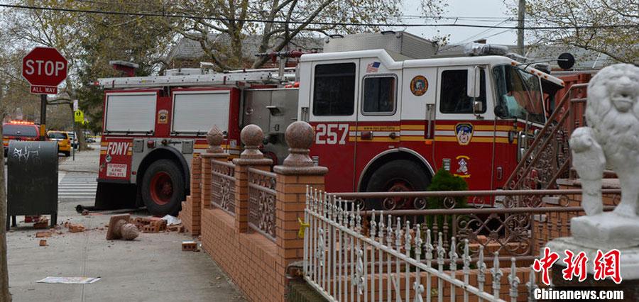 纽约两辆出警消防车相撞 车上消防员无生命危险
