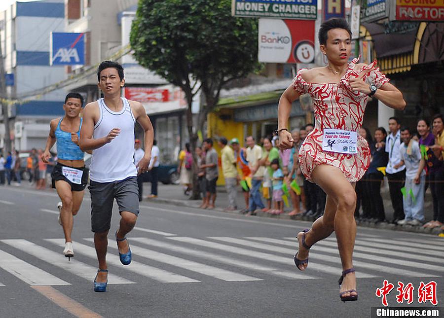 菲律宾男子蹬高跟鞋赛跑穿街过巷 中新网