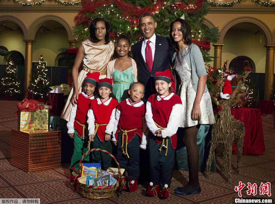 美国总统奥巴马携第一家庭亮相圣诞音乐会
