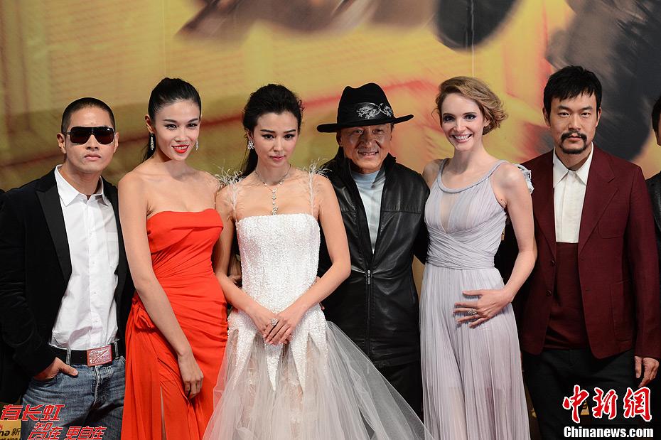 陈丽华夫妇助阵成龙《十二生肖》首映礼红毯图片
