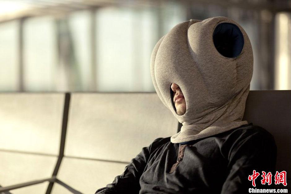 """图说2012之最牛的发明——""""鸵鸟枕头"""""""