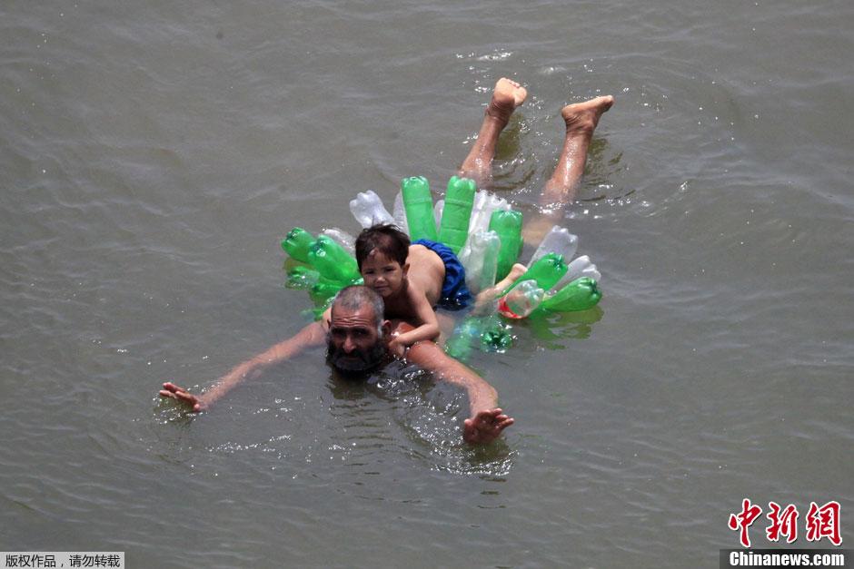 图说2012之最牛的发明——DIY泳圈
