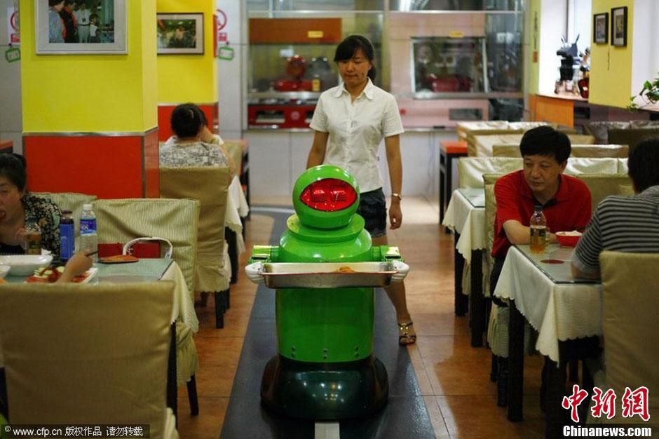 图说2012之最牛的发明——机器人服务员