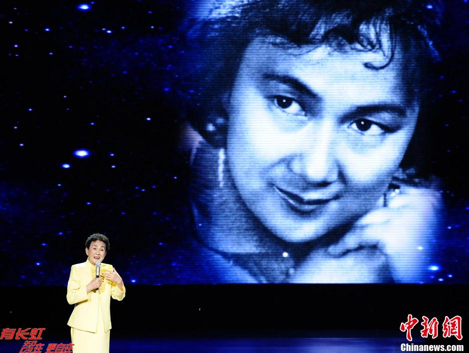 """金迪出席""""新中国22大电影明星50周年盛典"""""""