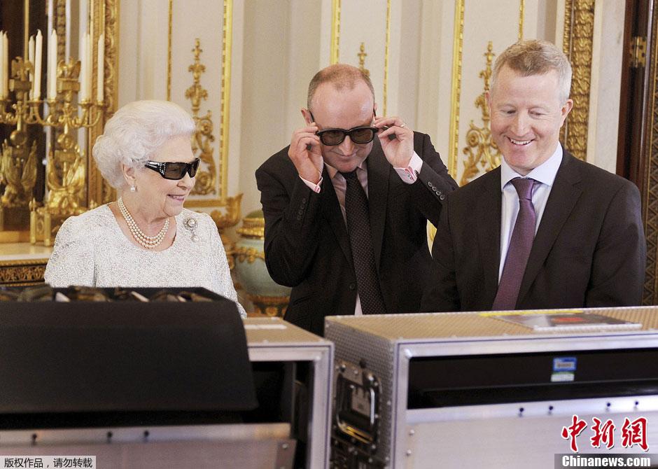 英国女王伊丽莎白二世首发3D圣诞致辞图片 135611 940x670