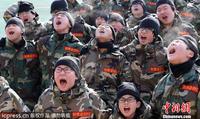 秦岚披/韩国学生体验军事训练营严寒中出操磨练意志