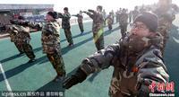 韩国/韩国学生体验军事训练营严寒中出操磨练意志