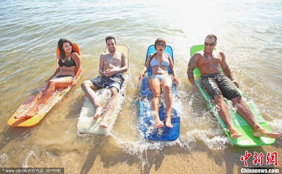 澳大利亚东南部遭遇热浪袭击 民众海边避暑 (2/4)