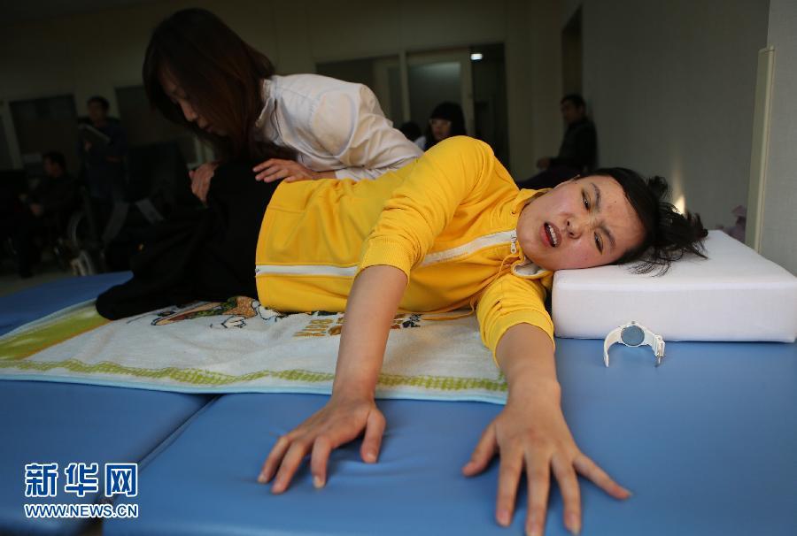 最美女教师张丽莉近况 中新网