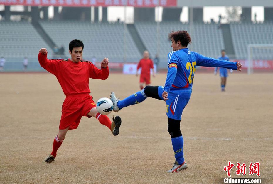 谭咏麟携香港明星足球队江西举办公益球赛