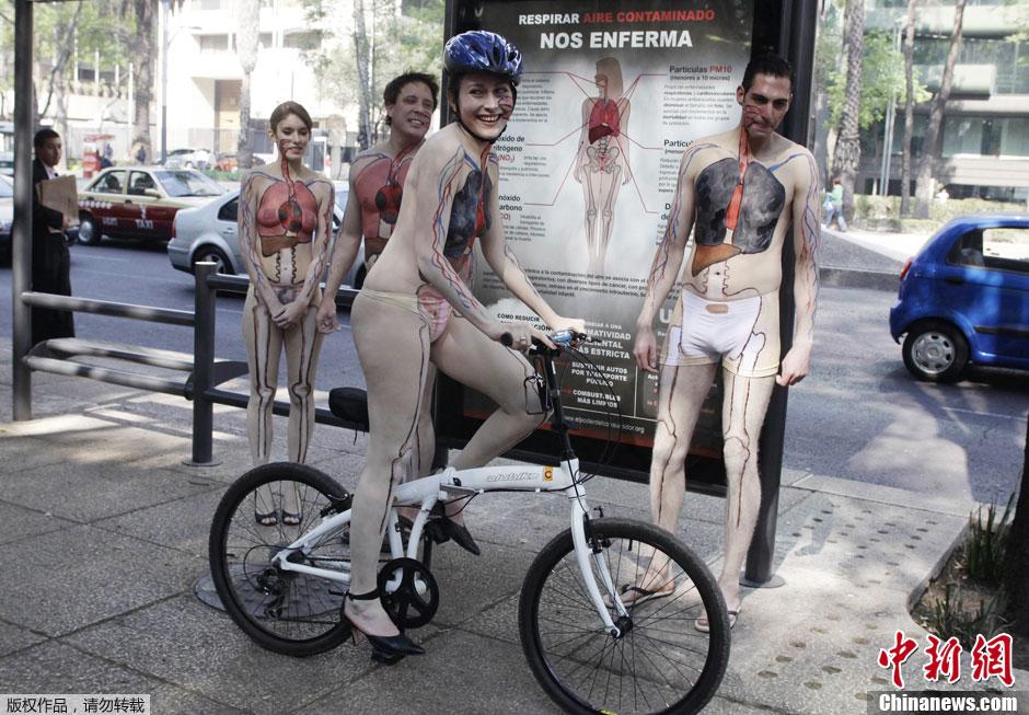 墨西哥志愿者呼吁绿色出行 半裸彩绘体内器官