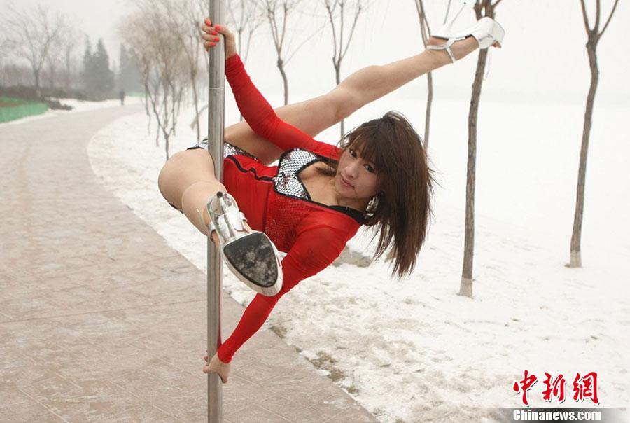 钢管舞国家队冰天雪地秀技艺