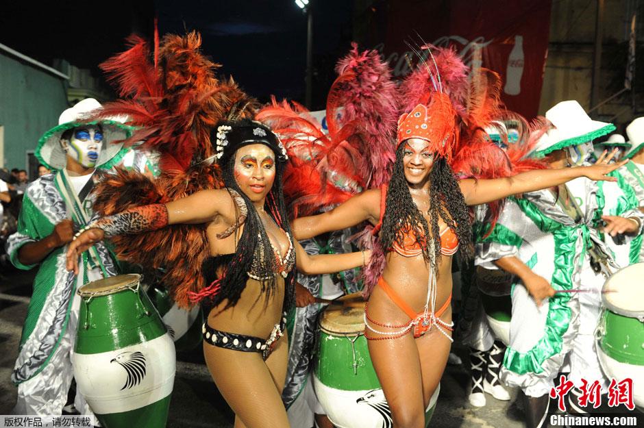 乌拉圭蒙得维的亚狂欢节美女热情奔放扭腰翘臀