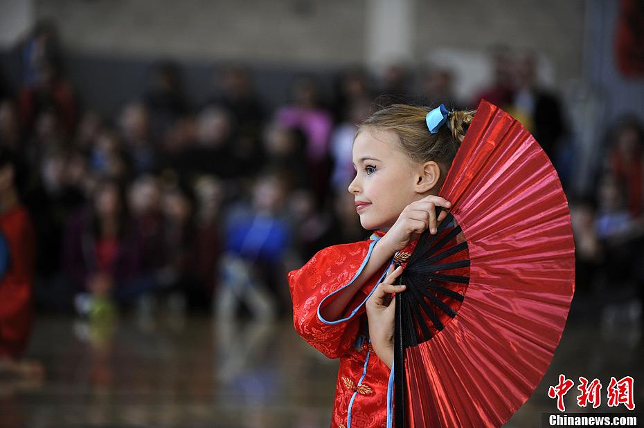 年一度庆祝中国农历新年活动.中美国际学校创办于1981年,是美国