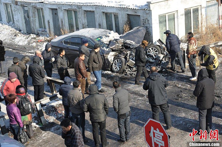 哈尔滨发生火车和汽车相撞事故