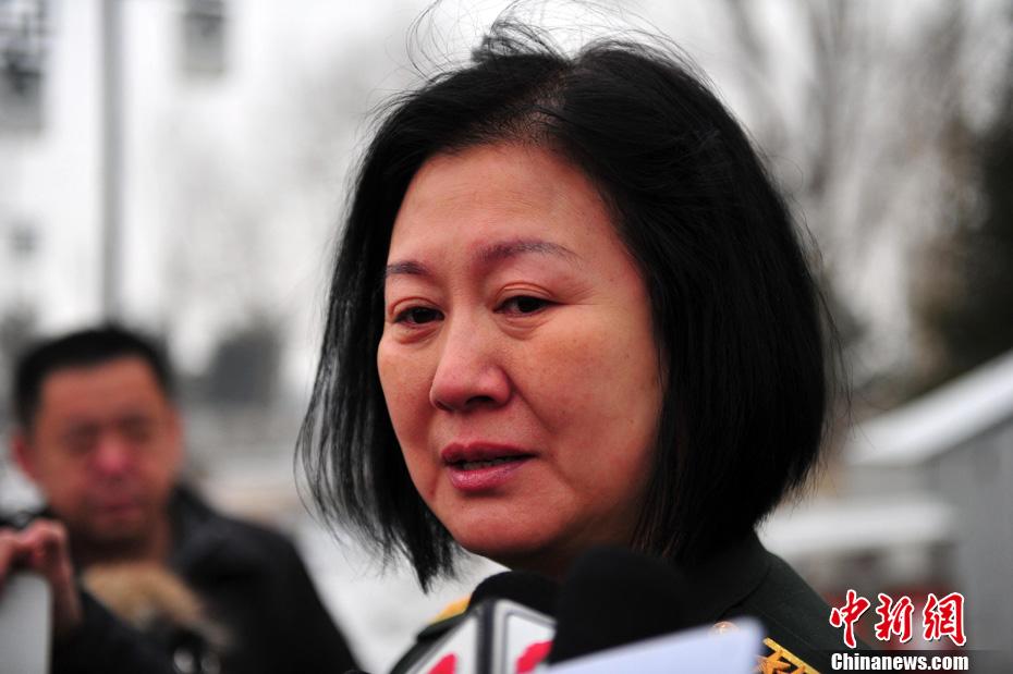 相声演员王平的老婆_黄小娟参加相声演员王平追悼会
