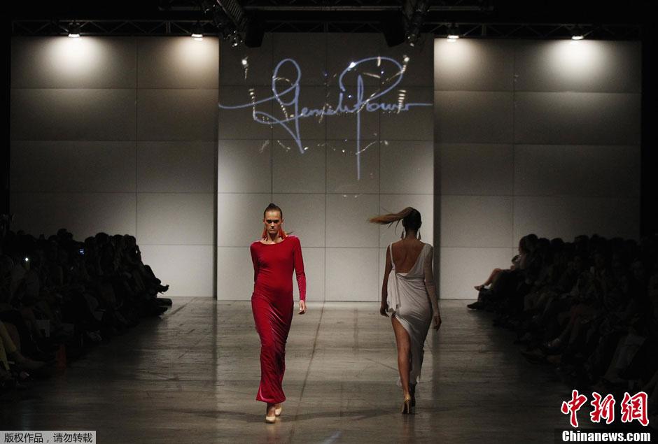 澳大利亚悉尼秀场 模特T台性感走秀 中新网