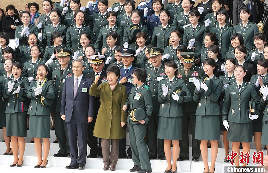 韩国总统朴槿惠出席将校授衔仪式 中新网