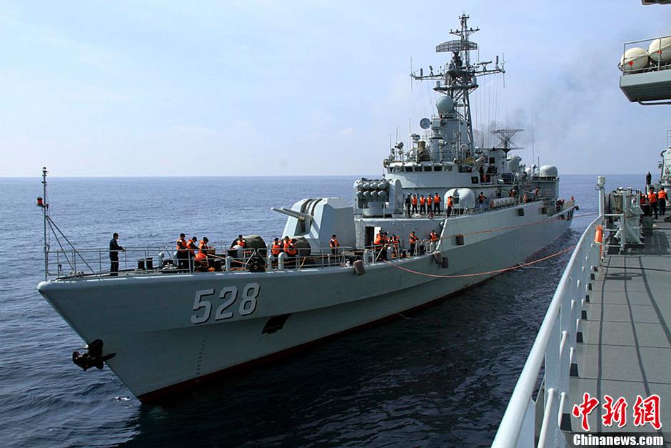 中国海军第十四批护航编队潜水员首次下潜执行